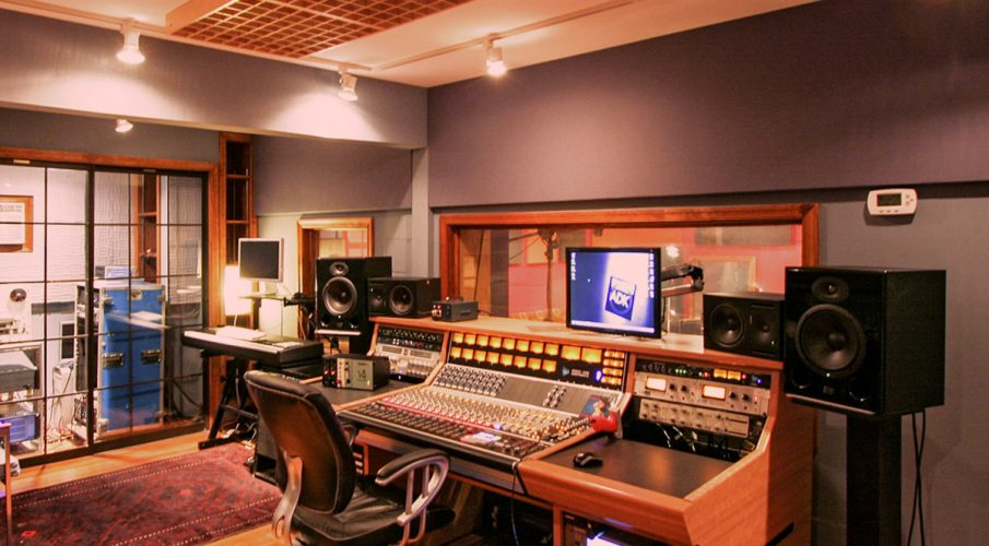 Virginia Arts Recording achieved the acoustic environment they desired with a combination of acoustic panels, sound diffusers and acoustic foam.