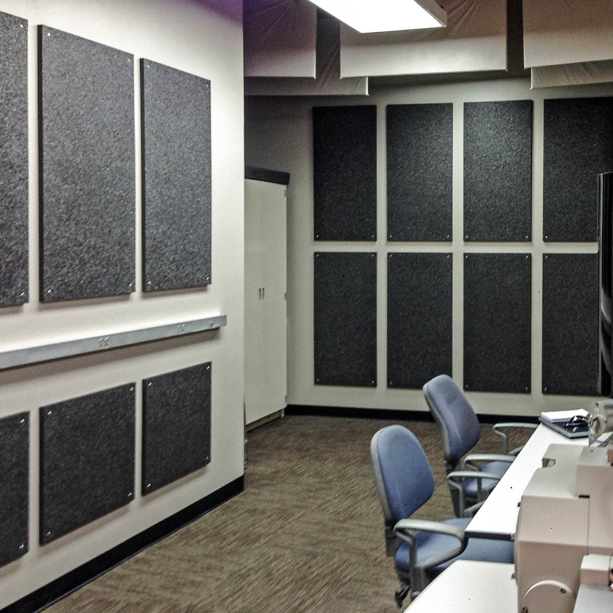 Perfect A Combination Of Baffles And Wall Panels Were Used To Create A  Collaborative And Effective Work